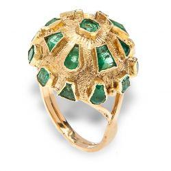 Anel de ouro e esmeraldas