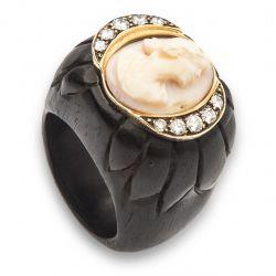 Anel de ébano, camafeu e diamantes