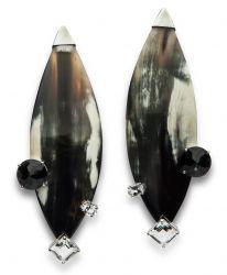Maxibrincos de chifre, ônix e quartzo